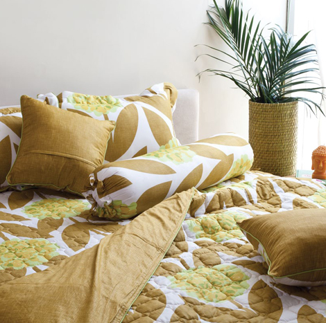 """Grand Yellow Leaf Printed Small Package (King Size - 6' x 6'5"""")"""