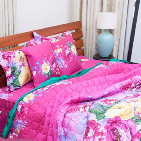 """Grand Magenta Flower Printed Small Package (King Size - 6'x6'5"""")"""